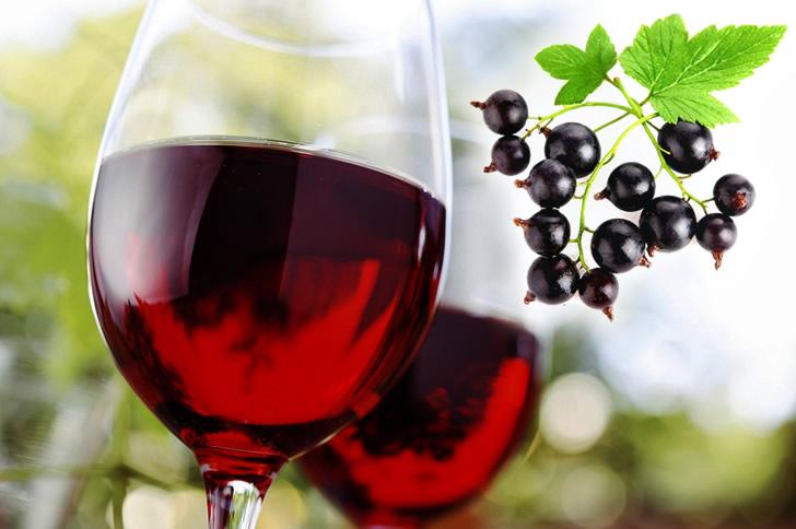 Смородиновое вино: 4 рецепта в домашних условиях