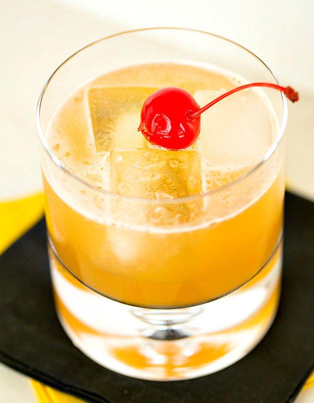 Амаретто сауэр фото коктейля