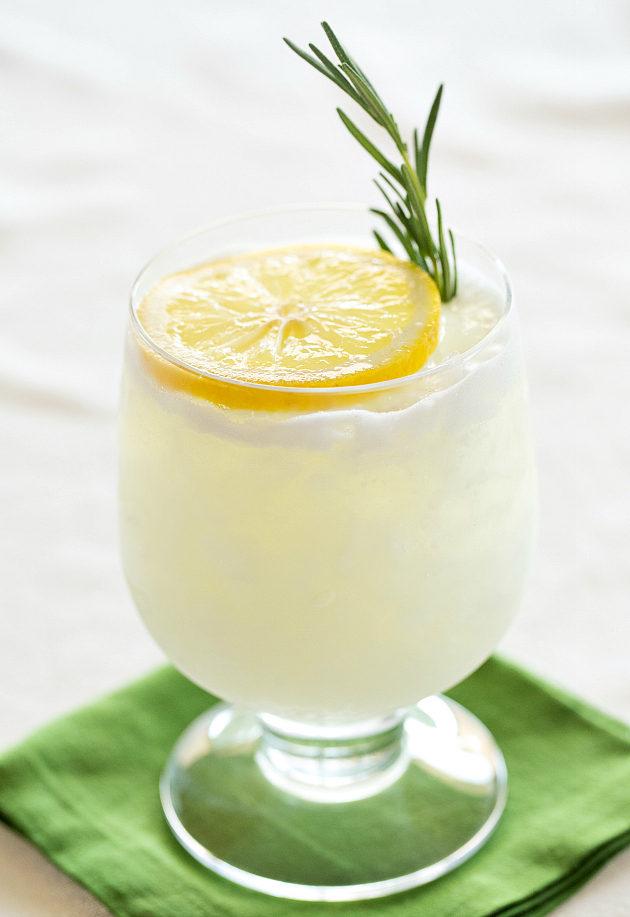 Лимонный джин физ (розмарин) фото коктейля