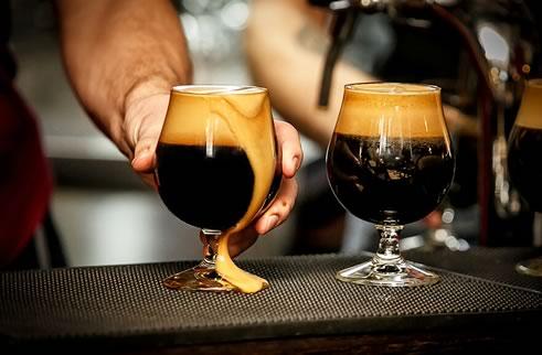 Стаут пиво: что это, особенности, виды + как пить