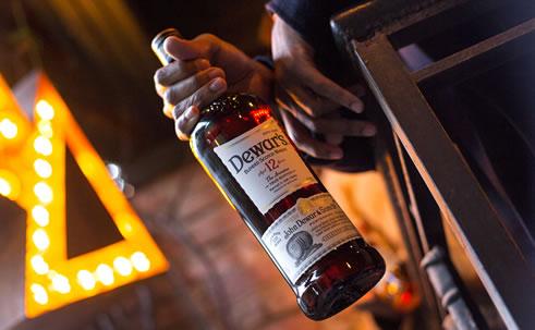 Виски Деварс: история, обзор вкуса и видов