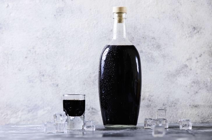 Черная водка: из чего делают + 10 популярных марок