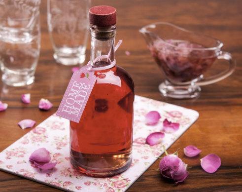 Розовый сироп: 2 рецепта в домашних условиях