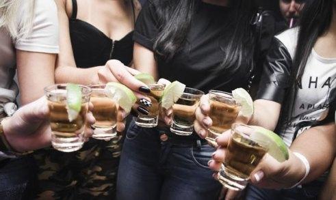 5 игр с алкоголем для пьяной компании