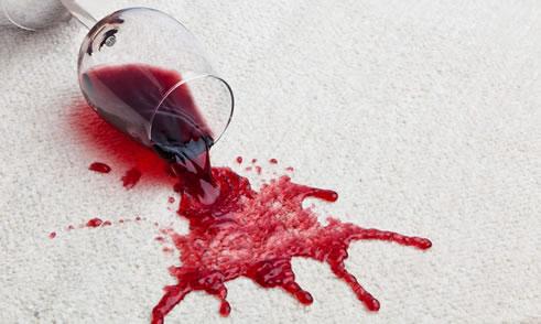 8 народных способов чем вывести пятно от красного вина