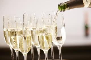 Коротко и ясно: чем отличается шампанское от игристого вина