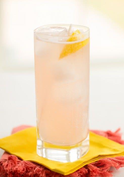 Розовый лемонад фото коктейля
